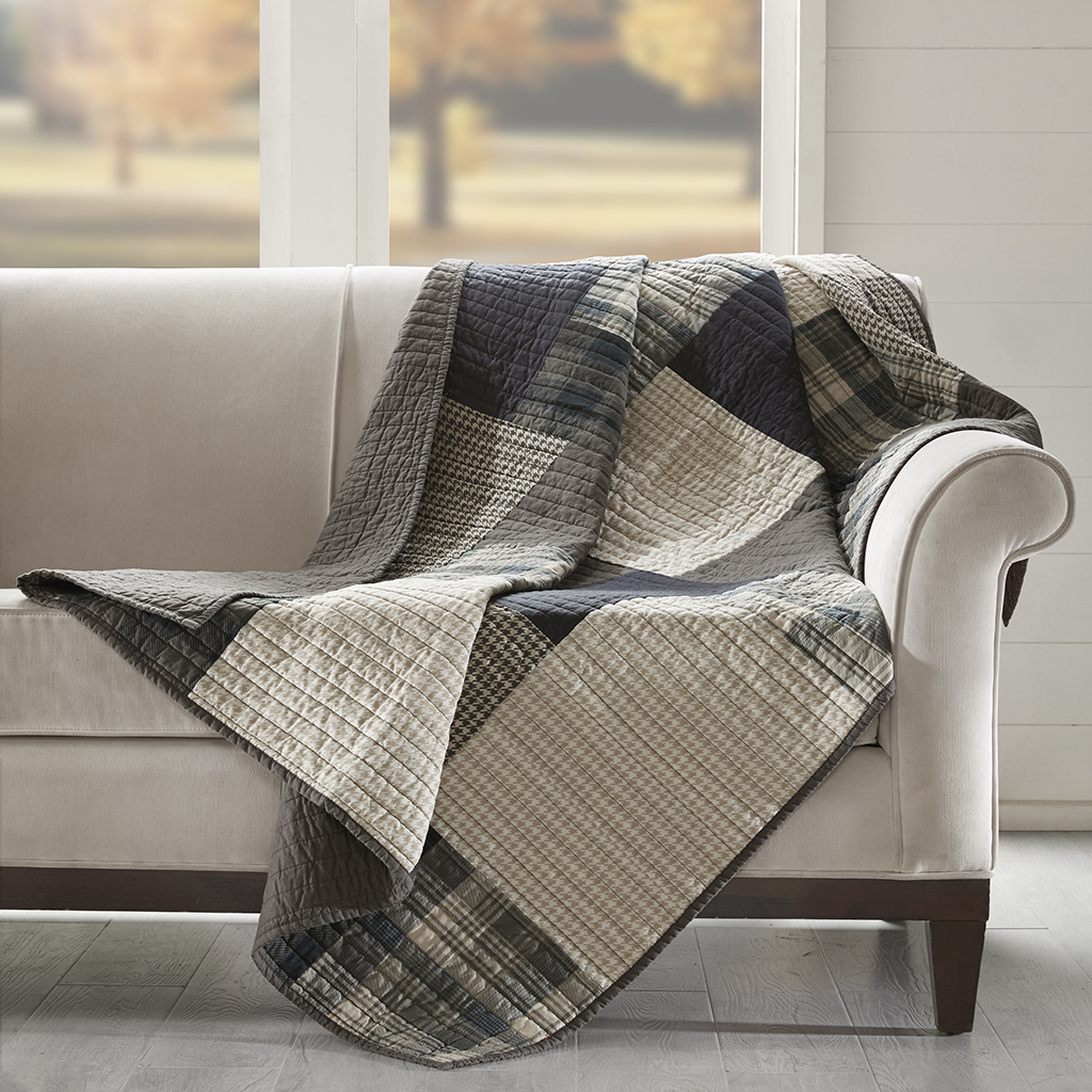 Genial Winter Hills Quilted Throw